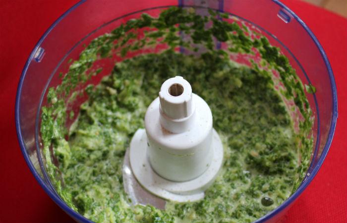 mixage de la garniture de la quiche