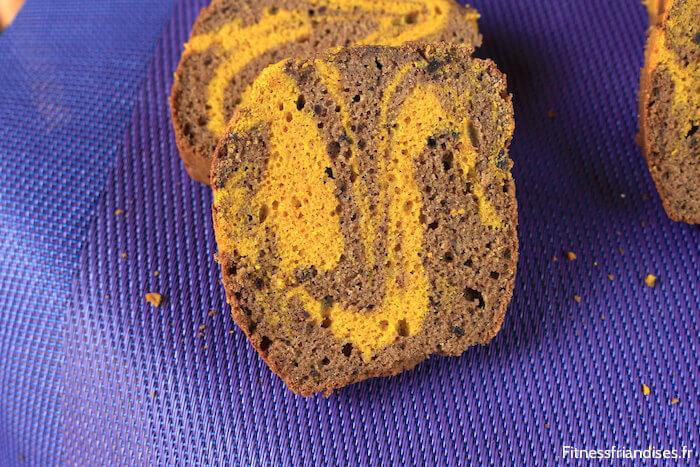 Tranche de cake marbré sans sucre et sans gluten