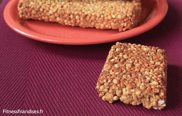 Texture croustillante d'une barre de quinoa soufflée