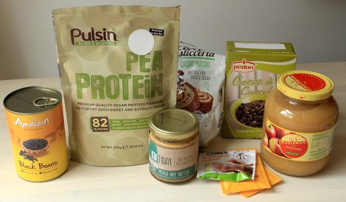 Ingrédients pour les cookies vegan au chocolat et aux protéines de pois