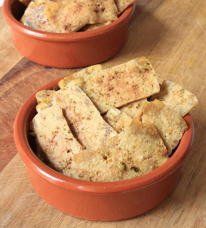 Chips de tofu réalisées au micro-ondes
